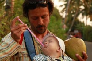 Leonova prva kokosova voda (6. meseci)